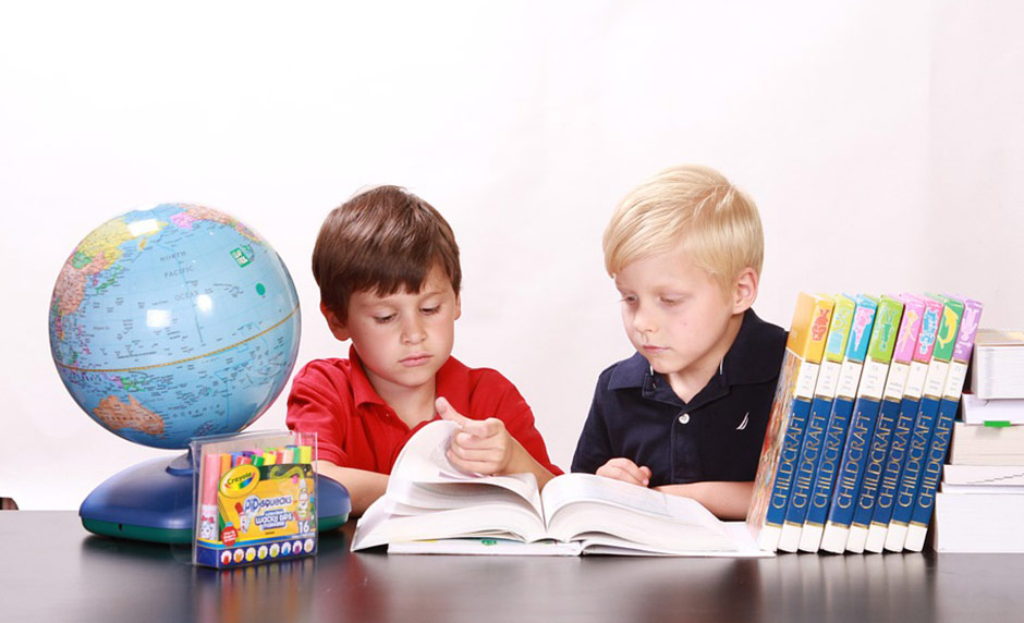 Why Parents Must Not Forget Reading Benefits Kids [One Minute Feature]